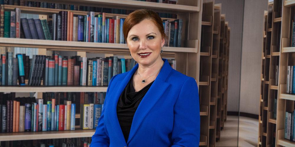 3797 Sophia in library 2019 V3 for website